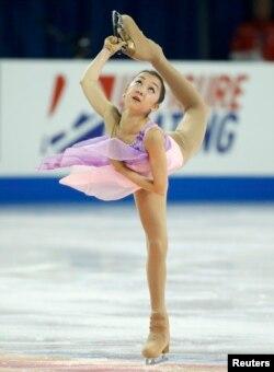 Мәнерлеп сырғанаушы Элизабет Тұрсынбаева Skate America жарысында. Милуоки, АҚШ, 23 қазан 2015 жыл.