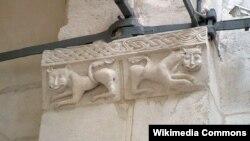 Белокаменная резьба, которой славятся древнерусские храмы Владимира