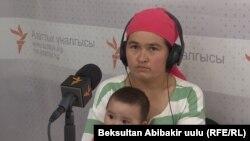 Эльзада Муминова с ребенком.