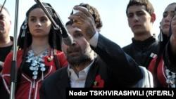 Покалеченный символ войны генерал Каркарашвили призывал сегодня отказаться от реваншизма