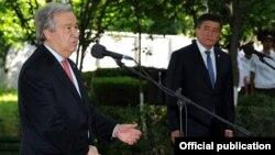 БУУнун баш катчысы Антониу Гутерриш менен премьер-министр Сооронбай Жээнбеков. Ош шаары, 11-июнь, 2017-жыл