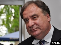 """""""Bogić Bogićević (na fotografiji) je glasao zajedno s nama protiv vojnog prijedloga i Bora Jović mu je rekao: 'Bogiću, kako to glasaš, pa ti si Srbin.' A on mu je rekao: 'Boro, zapamti, ja sam Srbin, ali za tebe uvek Bosanac'."""""""