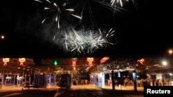Bregana, Kroacia - Fishekzjarret në pikë kufirin, në shenjë feste për hyrjen në BE, 01Korrik2013