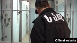 За этот год до завершения срока пребывания в исправительных учреждениях было освобождено 2292 человека. Примерно столько же за текущий период было помиловано президентом