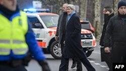 John Kerry Cenevrə danışıqlarından sonra otelə qayıdır