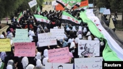 Antiregime demonstrators march in the town of Homs on November 21.
