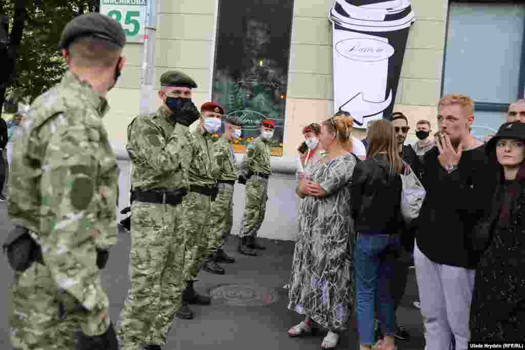 Belarus - Belarusians lined up to file a complaint to the CEC. Minsk, 15Jul2020
