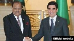 Türkmenistanyň prezidenti Gurbanguly Berdimuhamedow Pakistanyň prezidenti Mamnun Huseýn bilen duşuşdy. TDH-nyň fotosuraty.