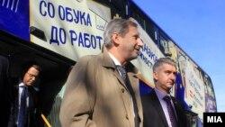 """Скопје - Еврокомесарот за проширување Јоханес Хан ја почна новата кампања """"Веруваме во тебе, вложуваме во тебе, ЕУ за тебе""""."""