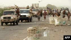 Yemeni pro-government forces arrive in al-Durayhimi district, about nine kilometres south of Hodeidah international airport on June 13, 2018.