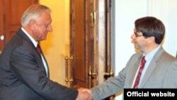Премьер-министр Белоруссии Михаил Мясникович и глава миссии МВФ в Белоруссии Крис Джарвис