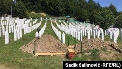 11 липня на меморіальному цвинтарі Потокарі (на фото) відбувається перепоховання останків дев'яти недавно виявлених жертв
