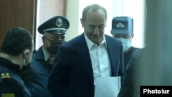Armenia -- Former President Robert Kocharian is brought to a courtroom in Yerevan, May 8, 2020.