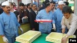 کیک زرد (خوراکی) در مراسمی مشهور به جشن اتمی، که تقریبا سه سال پیش در ایران برگزار شد