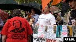 Тех, кто считает неправедным суд над руководителями ЮКОСа, в России все больше.