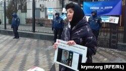 Таміла Ташева на акції «Як антигерой кримської весни викликав загострення у важливих людей»