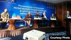 На региональной конференции, посвященной проблеме распространения религиозного радикализма и экстремизма в Центральной Азии. Бишкек, 7 декабря 2015 года.