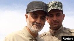 Իրաք - Իրանցի գեներալ Քասեմ Սոլեյմանին (ձախից) ռազմաճակատում՝ «Իսլամական պետության» դեմ գործողության ժամանակ, մարտ, 2015թ․