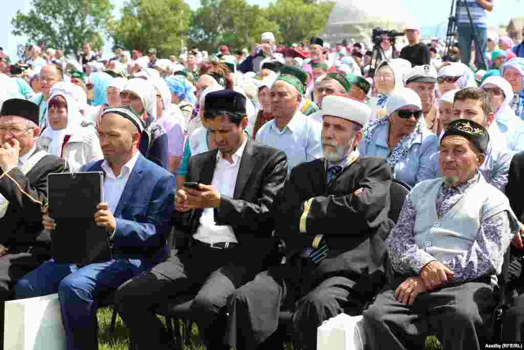 Кырым мөфтие Әмирали Аблаев(беренче рәттә уңнан икенче)