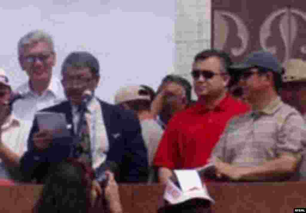 Өмүрбек Абдрахманов, Дооронбек Садырбаев, Өмүрбек Текебаев, Темир Сариев. 27-май, 2006-жыл