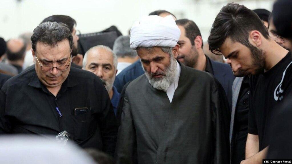 حسین طائب (وسط)، رئیس کنونی سازمان اطلاعات سپاه پاسداران