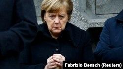 Анґела Меркель під час вшанування пам'яті загиблих внаслідок минулорічного нападу в Берліні, 19 грудня 2017 року