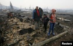 Жители сгоревшего села Шира в Хакасии