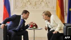 Russian President Dmitry Medvedev (left) and German Chancellor Angela Merkel hold talks near Munich.