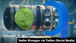 Папулярны жарт з сацсетак пра падзеньне рэактару БелАЭС. Каляж: Vadim Shmygov via Twitter