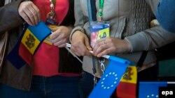 Pe Aeroportul Internațional Chișinău, în ziua eliminării vizelor pentru UE, 28 aprilie 2014