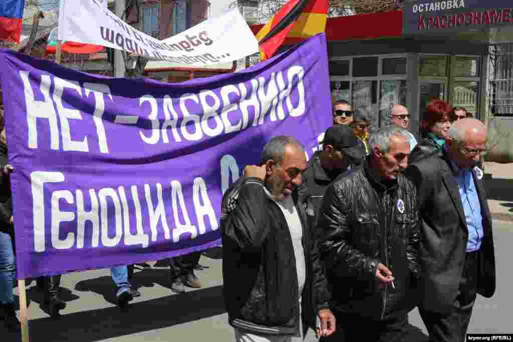 Aqmescitte ermeni genotsidiniñ 100 yıllığına bağışlanğan yürüş, 2015 senesi aprel 24 künü