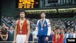 Күміс иегері Серік Қонақбаев және алтын медалінің иегері Патрицио Олива 22-ші Жазғы Мәскеу олимпиадасында. 2 тамыз 1980 жыл