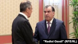Tajik President Emomali Rahmon (right) and Russian Foreign Minister Sergei Lavrov in Dushanbe on April 24