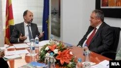 Средба на известувачот на Европскиот парламент за Македонија Ричард Ховит со министерот за локална самоуправа Невзат Бејта.