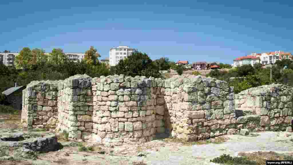 Планування храму зроблене у візантійському стилі