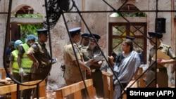 پولیس سریلانکا در یکی از کلیسا های که در آن انفجار صورت گرفت. 21Apr2019