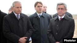 Armenia -- President Serzh Sarkisian (R) and Agriculture Minister Sergo Karapetian (L) visit Armavir province, April 7, 2011.
