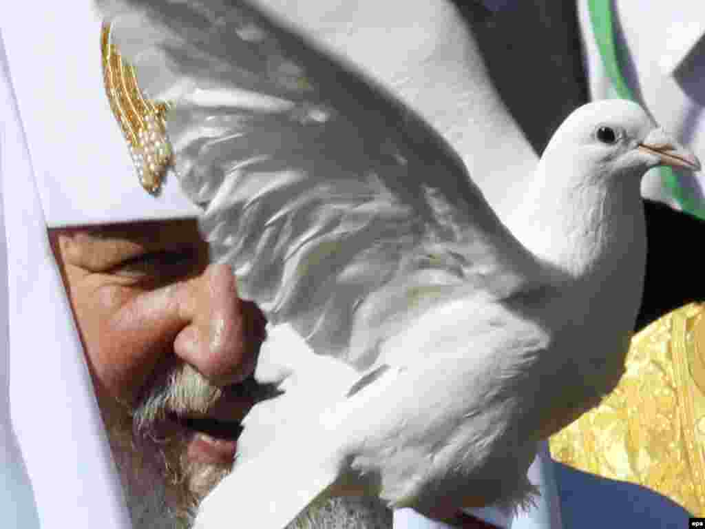 The head of the Russian Orthodox Church, Patriarch Kirill, releases a dove during a prayer service in Kyiv on July 27 during a nine-day pastoral visit. Photo by Sergey Dolzenko for epa