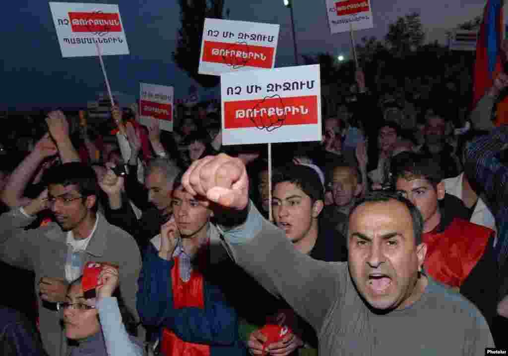 Armenija - Protesti - Nekima se u Armeniji sporazum sa Turskom nije dopao.