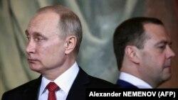 Ruski predsednik Vladimir Putin i premijer u ostavci Dmitrij Medvedev, april 2018.