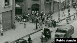Иран - Аскерлер менен демонстранттардын кагылышы. 19-август, 1953-жыл.
