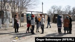 Инфрақұрылымның жоқтығына наразы Қызылорда тұрғындары. 4 сәуір 2018 жыл