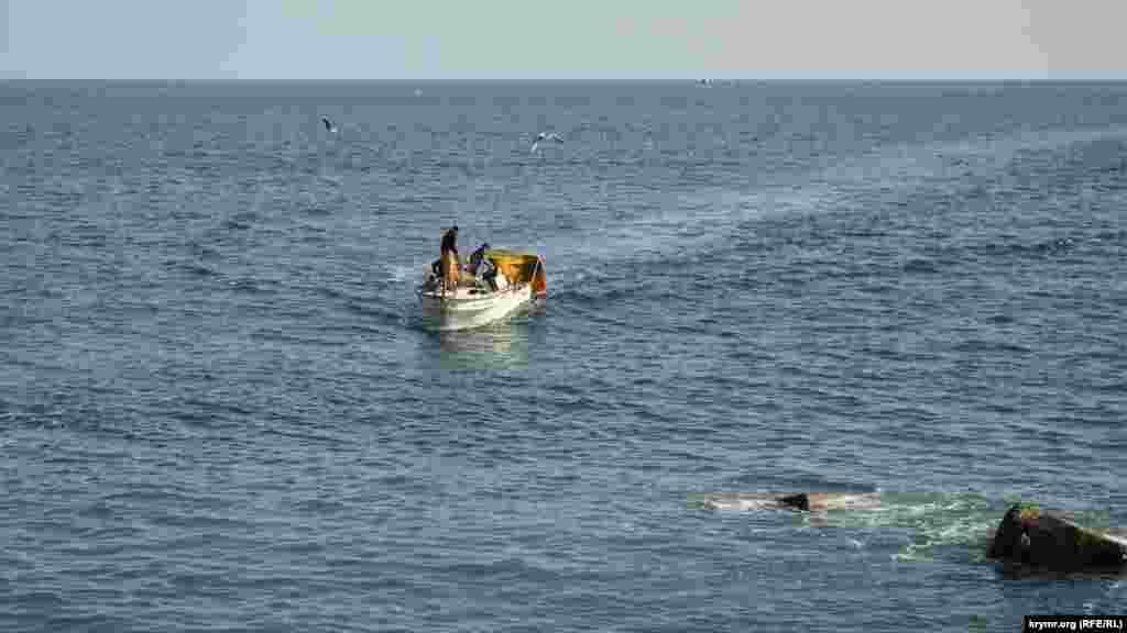 Рибалки повертаються з уловом