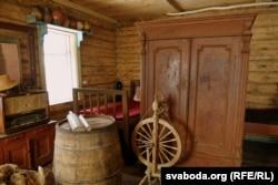 Рэчы сялянскага побыту, адшуканыя ў кінутых хатах вёскі Старкі