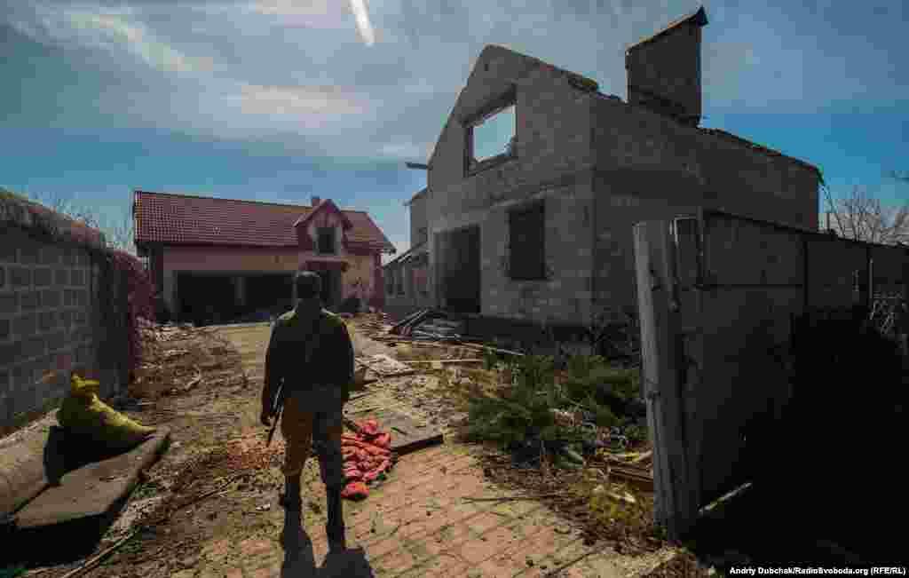 Близько 50% будинків у селі зруйновано обстрілами до стану «простіше новий збудувати»
