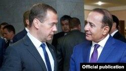 Հայաստանի վարչապետեր Հովիկ Աբրահամյանն ու Ռուսաստանի վարչապետ Դմիտրի Մեդվեդևը, արխիվ