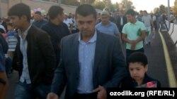 Узбекистанцы после совершения праздничного намаза.