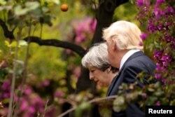 Президент США Дональд Трамп и премьер-министр Великобритании Тереза Мей в Таормине. 26 мая
