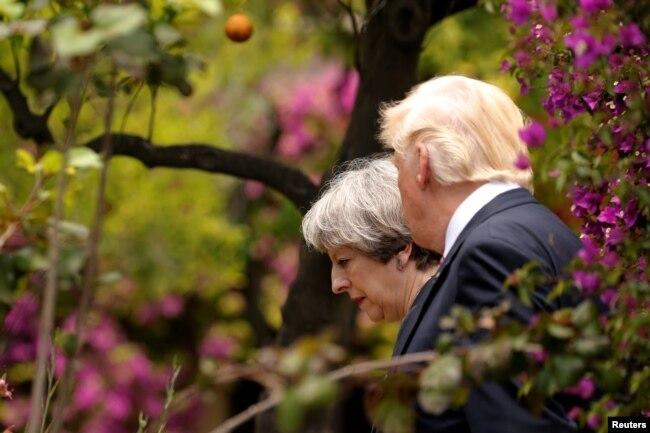 Президент США Дональд Трамп і прем'єр-міністр Великобританії Тереза Мей. Таорміна, 26 травня