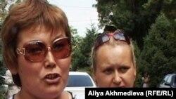 Асия Оракбаева, руководитель инициативной группы бастующих торговцев. Талдыкорган, 15 июня 2011 года.